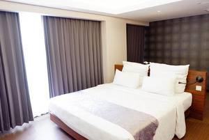 Crown Prince Hotel Surabaya - Charming