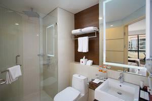 GranDhika Hotel Pemuda Semarang - Deluxe Bathroom