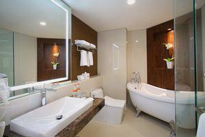 GranDhika Hotel Pemuda Semarang - Junior Suite Bathroom
