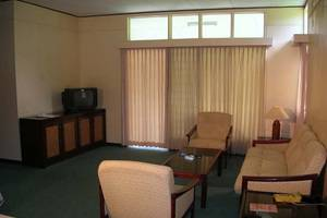 Hotel Equator Surabaya - Ruang tamu