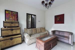 RedDoorz @Jempang Benhil - Ruang tamu