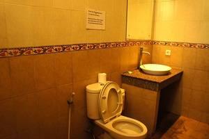Yulia 1 Homestay Bali - Kamar mandi