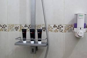 RedDoorz @Palasari Bandung - Kamar mandi