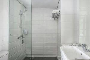 Ha Ka Hotel Semarang - Bathroom