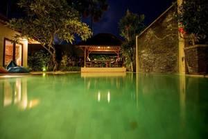 Villa Amore Canggu Bali - Kolam Renang
