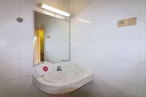 NIDA Rooms Laksa Adi Sucipto Sleman - Kamar mandi