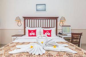 ZEN Premium Seminyak Laksamana Bali - Tampak tempat tidur double