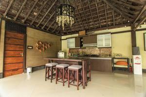Villa Padi Pakem Yogyakarta - dapur dan ruang makan