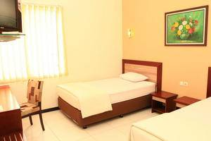 Arya Graha Hostel Semarang - Arya Graha (03/Dec/2013)