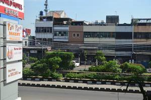World Hotel Jakarta - Tampak Depan