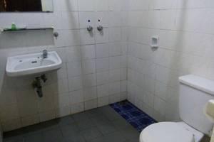 Bayu Amrta Hotel Sukabumi - bathroom
