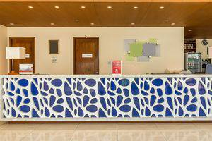 ZenRooms Holiday Inn Kuta Square - Resepsionis