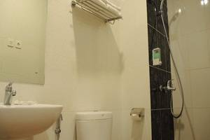Hotel Marilyn South Tangerang - Kamar mandi