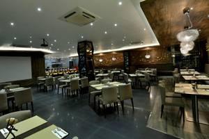 Oak Tree Mahakam Jakarta - Restaurant