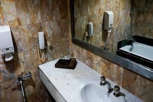 Condominium Danau Toba Hotel Medan - Kamar mandi