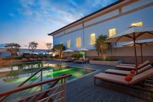 HARRIS Hotel and Conventions Denpasar Bali - Kolam Renang