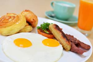 HARRIS Hotel and Conventions Denpasar Bali - Breakfast