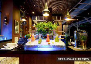 Eastparc Hotel Yogyakarta - Verandah Alfresco