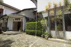 RedDoorz @Setrasari Bandung - Parkir