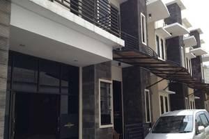 Simpang Homestay Malang - Tampilan Luar Hotel