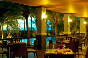 The Acacia Hotel  Anyer - Samping kolam renang