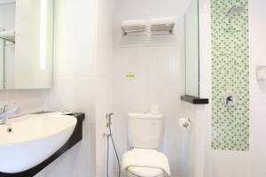 Zest Hotel Sukajadi Bandung - BATHROOM