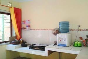 Cemara Homestay Maguwoharjo Yogyakarta - Kitchen