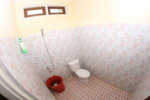 Cemara Homestay Maguwoharjo Yogyakarta - Bathroom