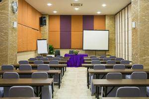 Hotel Raising Makassar Makassar - Meeting Room