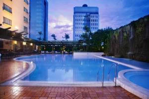 Hotel Menara Peninsula Jakarta - Kolam Renang