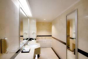 Hotel Menara Peninsula Jakarta - Bathroom Suite
