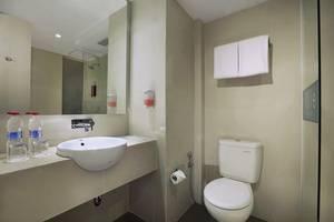 favehotel Cilacap - Standard Bathroom