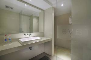favehotel Cilacap - Deluxe Bathroom