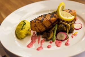 Horison Hotel Jababeka - Salmon Panggang dengan Yougurt Cerry