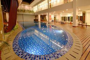 Horison Hotel Jababeka - Indoor Pool