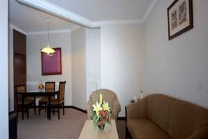 Quality Plaza Hotel Makassar - Kamar Suite Phinisi