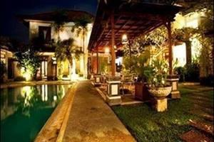 Villa Bunga Bali Bali - Samping kolam renang