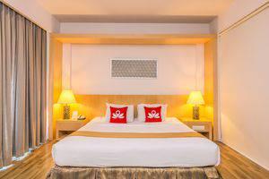 ZEN Premium Uluwatu Complex Bali - Tampak tempat tidur double