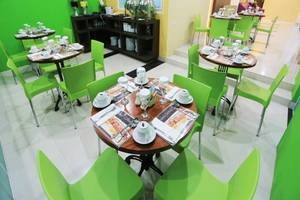 De' Nearby Hotel Manado - Ruang makan