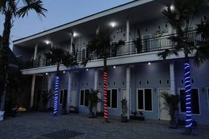 Clover Homestay Probolinggo - Tampilan Luar Hotel