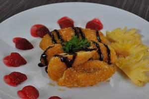 Clover Homestay Probolinggo - pisang goreng coklat-kacang