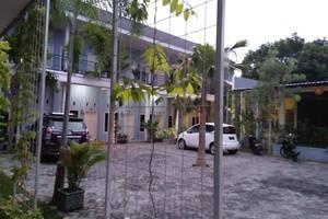 Clover Homestay Probolinggo - area parkir