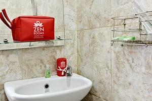 ZenRooms Cibogo Megamendung Puncak - Kamar mandi