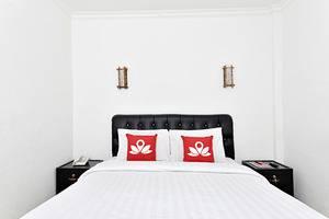 ZenRooms Cibogo Megamendung Puncak Bogor - Tampak tempat tidur double