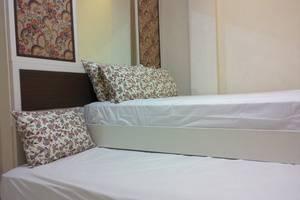 Kantos Guest House Jakarta - Kamar tipe superior untuk 3 orang. 1 double bed dan 1 single bed.