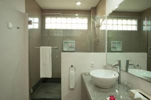 The Jayakarta Suites Komodo Flores - Kamar Mandi Deluxe