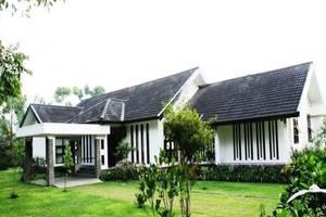 Avina Lembang Bandung - Tampilan Luar Hotel