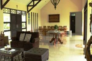 Avina Lembang Bandung - Ruang tamu