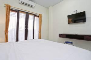 RedDoorz @Benesari 2 Bali - Kamar tamu