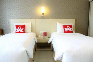 ZenRooms G Bawakaraeng 121 Makassar - Tampak tempat tidur twin
